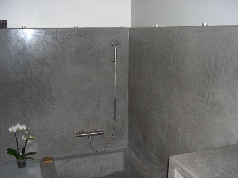 tadelakt de marrakech lahouari tahiri salle de bain en tadelakt gris baignoire console paris. Black Bedroom Furniture Sets. Home Design Ideas